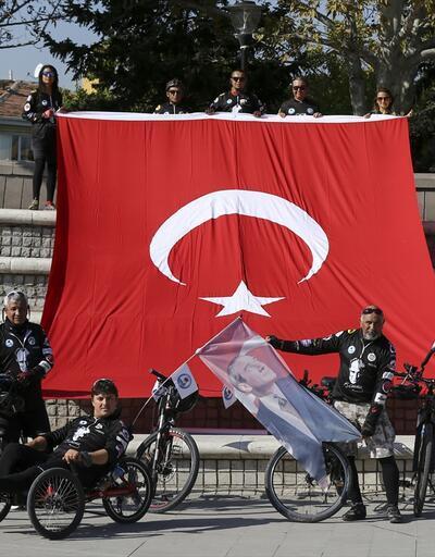 Ata'yı ziyaret etmek için Mersin'den Ankara'ya pedal çevirdiler
