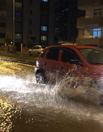 Edirne'de sağanak yağış hayatı olumsuz etkiledi