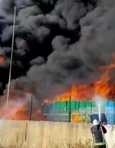 Antalya'da marketin deposunda yangın