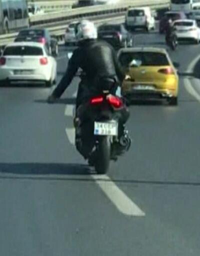 Trafikte dans edip makas atan sürücünün ehliyetine el konuldu