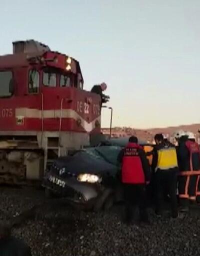 Tren, hemzemin geçitte otomobile çarptı: 2 ölü, 1 yaralı