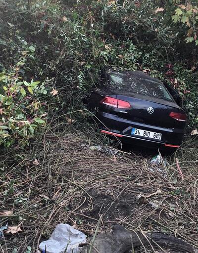 Otomobil TEM'den çalılık alana uçtu: 2 yaralı