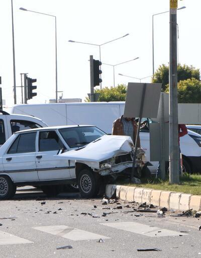 Kavşakta iki araç çarpıştı: 4 yaralı