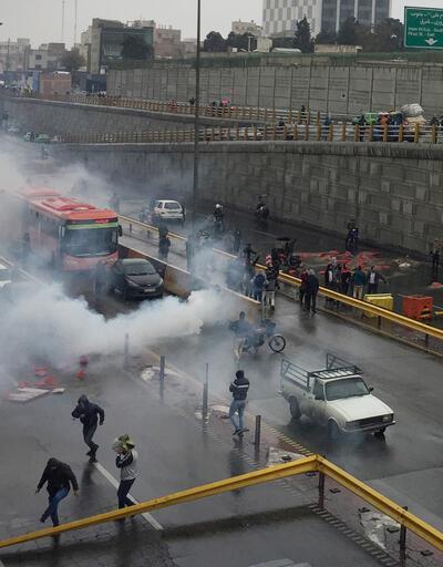 İran'da gösteriler sürüyor! Ateşe verdiler