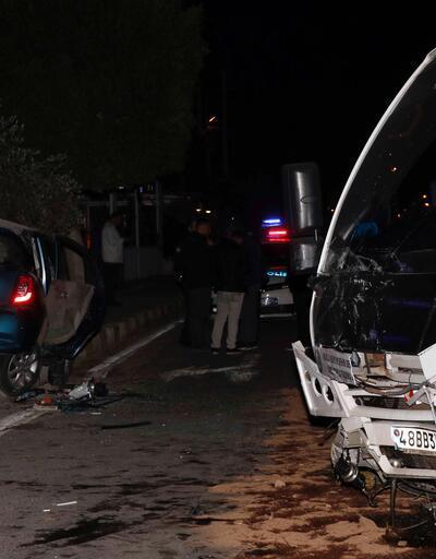 Feci kaza minibüs kamerasında! Şoför koltuğundan fırladı