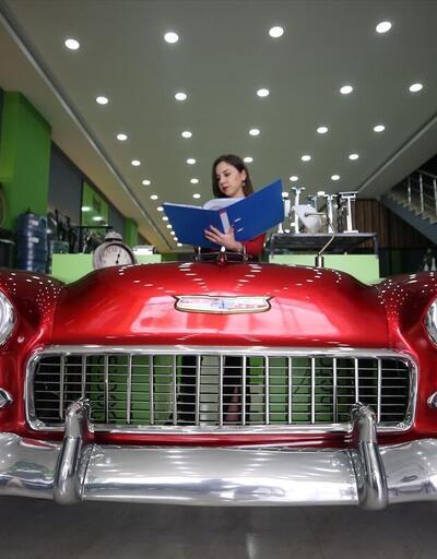 """""""Klasik araba"""" görünümlü koltuk takımı ve çalışma masası"""
