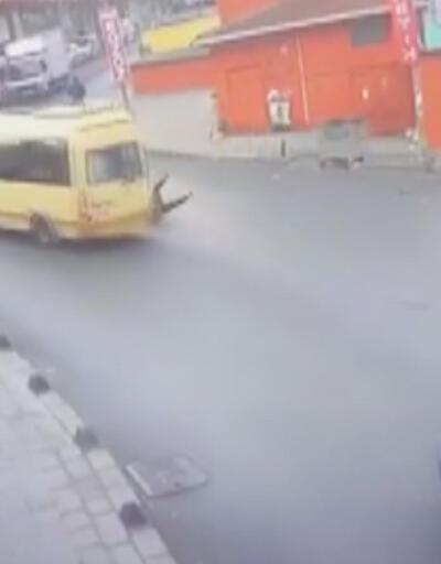Liseli kız, kapısı açık ilerleyen minibüsten düştü