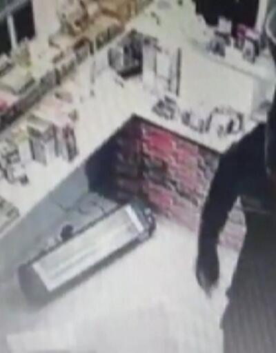 Hırsızlık anları kameraya yansıdı