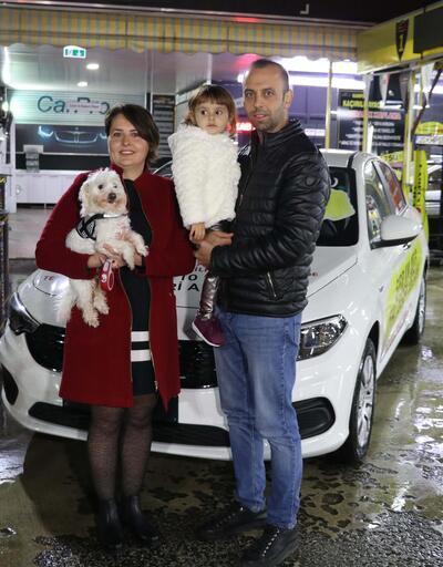 Köpekleri sayesinde otomobil sahibi oldular