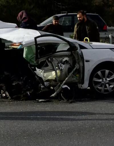 TEM'de kaza, otomobil ikiye bölündü