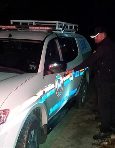 """Kaybolan dağcı 7 saat sonra çıkardığı """"teneke"""" sesinden bulundu"""