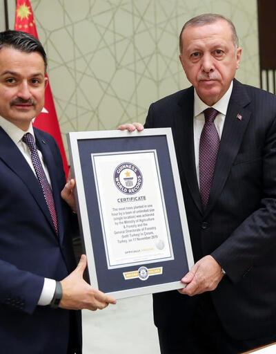 En fazla fidan dikme dünya rekoru belgesi Erdoğan'a verildi