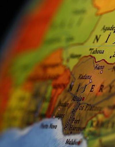 Nijerya'da kamyonet ile otobüs çarpıştı: 12 ölü