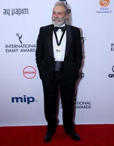 Haluk Bilginer Emmy Ödülleri'nde en iyi erkek oyuncu seçildi