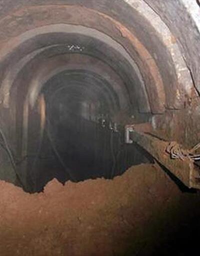 Çöken tünelin enkazında mahsur kaldılar