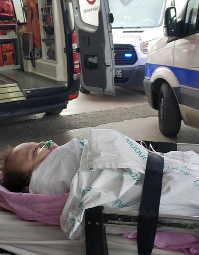 Çocuğu düşmekten son anda kurtardı