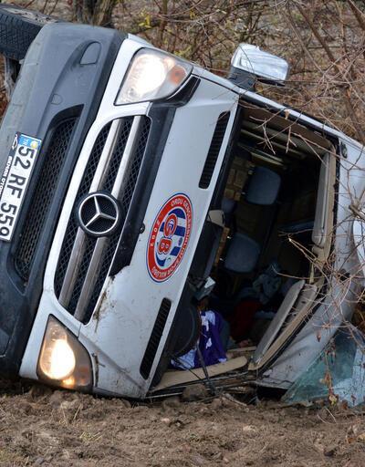 Sporcuların minibüsü devrildi: 2 ölü