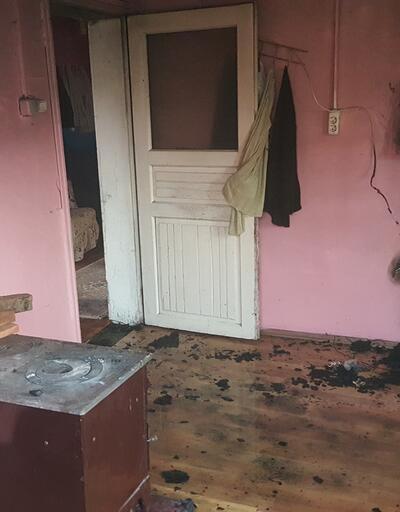 Televizyon alev aldı, yaşlı kadını komşuları kurtardı