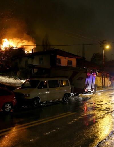Ankara'da 3 gecekondu kundaklandı