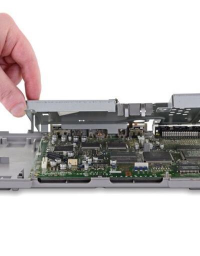 25. yıldönümüne özel PlayStation 1'i parçalarına ayırdılar