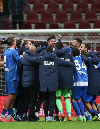Galatasaray'da 5 futbolcunun bileti kesildi