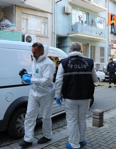 2 ev arkadaşını öldürüp, polise teslim oldu