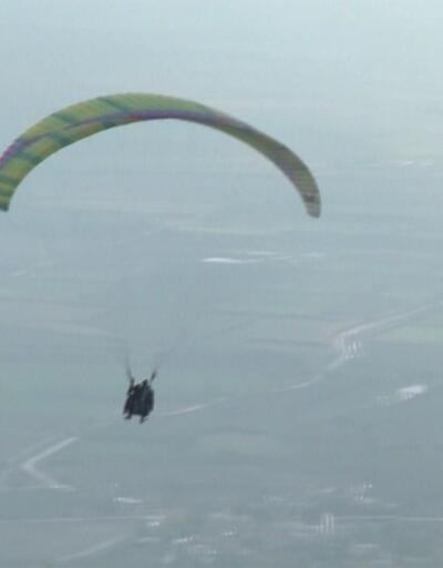 Pamukkale'de paraşüt keyfi