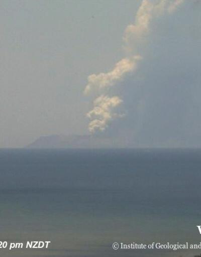 Patlamadan saniyeler önce böyle görüntülendiler... Yeni Zelanda'da yanardağ patladı: 5 kişi öldü