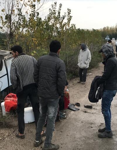 Tarım işçilerini taşıyan midibüs devrildi