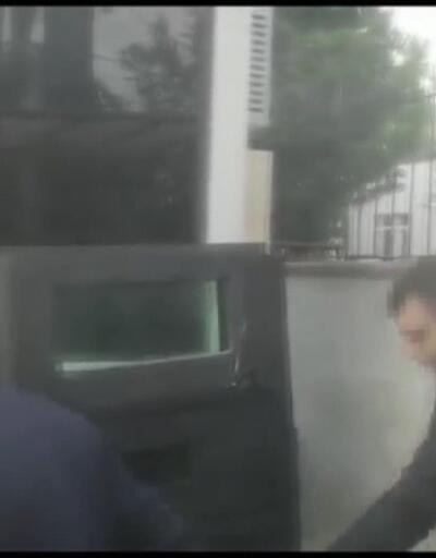 Polise rüşvet teklif eden şüphelinin yakalanma anı kamerada