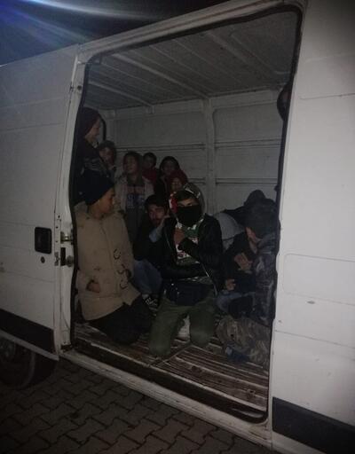 Kamyonet kasasında 49 kaçak göçmen yakalandı