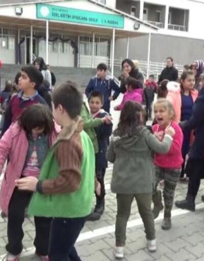 Lise öğrencilerinden 'özel öğrenciler' için müzik dinletisi