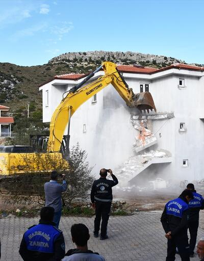 Muğla'da imara aykırı iki villa yıkıldı
