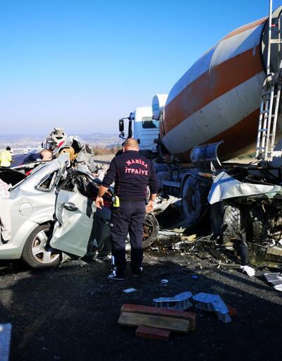 Beton mikserine çarpan otomobildeki çift öldü