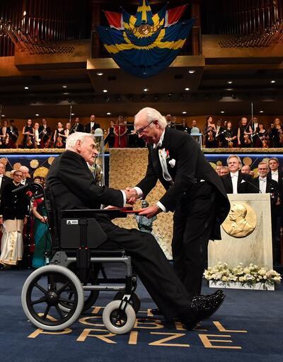 Soykırım destekçisi Peter Handke Nobel ödülünü aldı