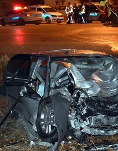 Şarampoldeki ağaca çarpan otomobilin sürücü öldü