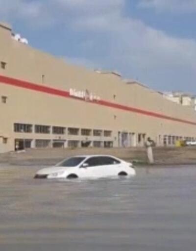 Dubai'deki sel hayatı felç etti