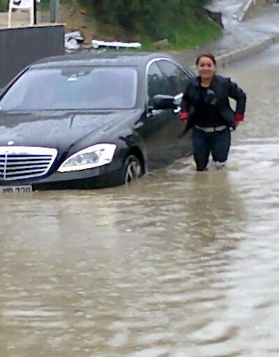 Kuşadası'nda sağanak yağış etkili oldu
