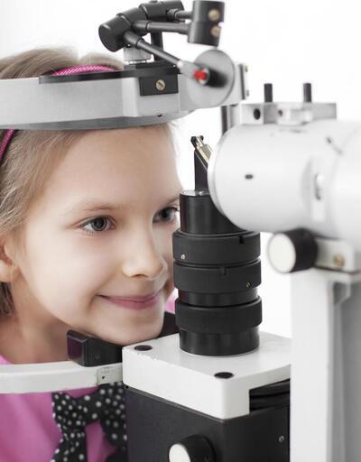 Şaşılık tedavisi için çocuğunuzun büyümesini beklemeyin