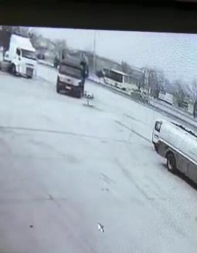 Eşini almaya giderken kamyonun altında kaldı