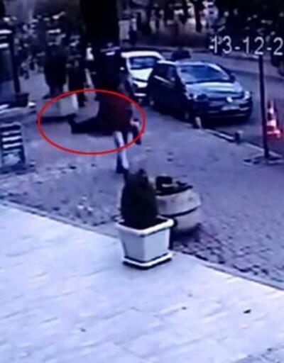 Ölüm yürürken yakaladı, o anlar kamerada