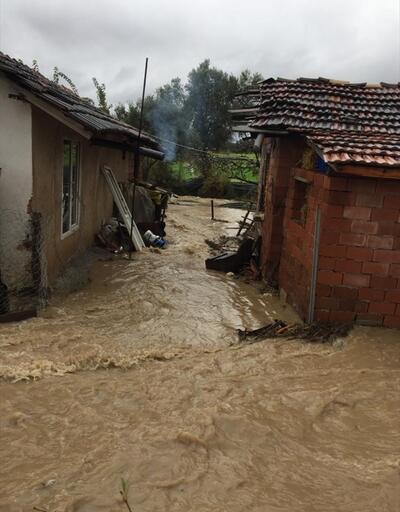 Evleri su bastı! Yardıma jandarma yetişti