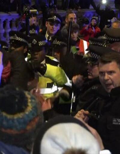İngiltere'de seçimler bitti, sokaklar karıştı!