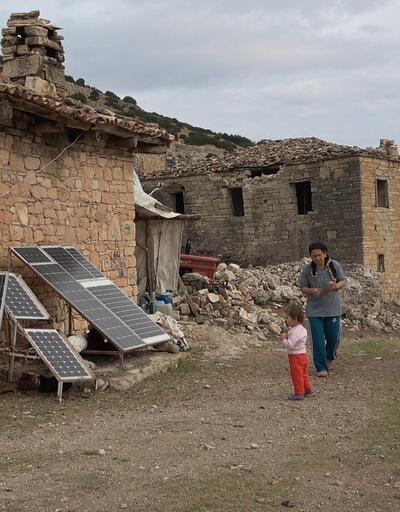 Terk edilen köyde bir tek onlar yaşıyor