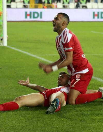 Lider Sivasspor farkı açıyor