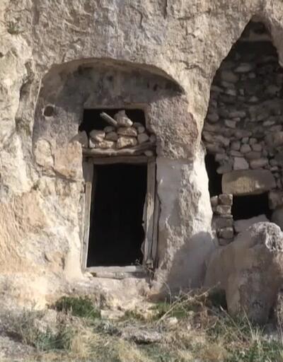 Kaya mezarda Süryanice kitabe bulundu
