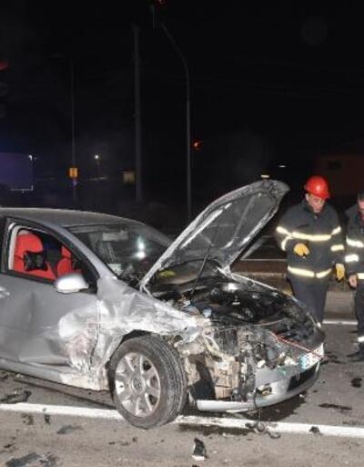 Şüpheli kovalayan polisler kaza yaptı: 2'si polis, 3 yaralı