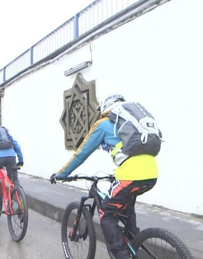 Palandöken'de karda bisiklet