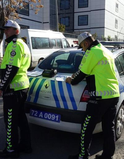 Trafik polisi, eşine ceza yazdı