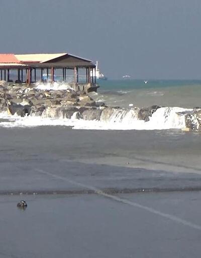Akdeniz'de fırtına; Bir kişi denizde mahsur kaldı